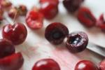 Nhập viện, suýt chết sau khi ăn hạt 3 quả cherry