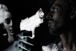 Video: Cô gái vô tình bắn trúng đầu bạn trai khi đang livestream