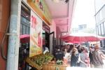 Sau Bến Tre, hàng loạt người ở TP.HCM xếp hàng ăn sầu riêng trả hạt với giá rẻ
