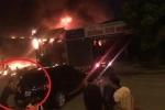 Clip: Cận cảnh lửa thiêu rụi gara ô tô, dân cuống cuồng di chuyển xe ra ngoài