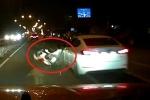 Clip: Xe máy tạt đầu ô tô, sang đường nghênh ngang và cái kết đắng