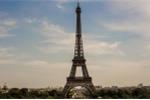 Pháp đóng cửa tháp Eiffel, triển khai loạt xe thiết giáp