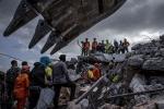 Đau xót người cha gào thét tìm kiếm con gái 7 ngày sau thảm họa ở Indonesia