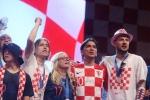 A quan World Cup 2018 Croatia tro ve giua bien nguoi va khoi phao hinh anh 27