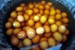 Trứng luộc bằng nước tiểu bé trai đắt hàng ở Trung Quốc