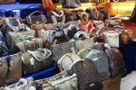 Hàng giả, hàng nhái tràn ngập thị trường TP.HCM