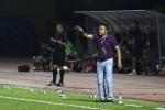 FLC Thanh Hóa bị đuổi 2 cầu thủ, HLV Đức Thắng mắng trọng tài sa sả