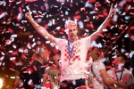 A quan World Cup 2018 Croatia tro ve giua bien nguoi va khoi phao hinh anh 25