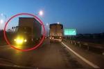 Clip: Xe tải đi ngược chiều kiểu 'giết người' trên cao tốc Hà Nội - Thái Nguyên