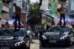Nam thanh niên nghi 'ngáo đá' nhảy lên mui xe ô tô nhảy múa, la hét