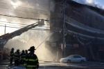 Ảnh: Chung cư New York cháy lớn liên tiếp, lính cứu hỏa dập lửa trong băng giá