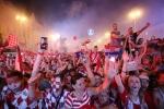 A quan World Cup 2018 Croatia tro ve giua bien nguoi va khoi phao hinh anh 28