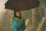 Hoàng Yến Chibi dầm mưa, vừa nhảy vừa hát nhạc phim 'Tháng năm rực rỡ'