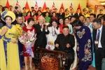 Chủ tịch Kim Jong-un gảy thử đàn bầu, Tổng Bí thư Nguyễn Phú Trọng và các nghệ sĩ vỗ tay cổ vũ