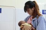 Mẹ nhỏ sữa vào mắt, bé sơ sinh thủng giác mạc, nguy cơ mù vĩnh viễn