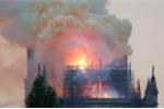 Ảnh, video: Nhà thờ Đức Bà Paris cháy trơ khung, trái tim người Pháp 'tan vỡ'