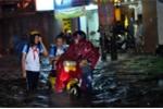 Đồng Nai: Phố biến thành 'sông' sau một trận mưa lớn