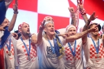 A quan World Cup 2018 Croatia tro ve giua bien nguoi va khoi phao hinh anh 26
