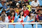 My nhan 'Nong cung World Cup' ruc ro tren khan dai, tiep lua U23 Viet Nam hinh anh 3
