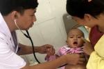 Không tiêm vắc xin, bé gái 16 tháng tuổi suýt chết vì ho gà
