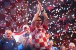 A quan World Cup 2018 Croatia tro ve giua bien nguoi va khoi phao hinh anh 23