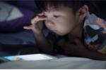 Xem clip này, còn bố mẹ nào dám đưa điện thoại cho con nghịch?