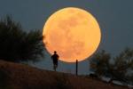 Tối nay trăng máu, trăng xanh và nguyệt thực cùng xuất hiện