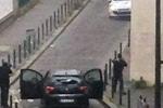 Video: Ba tên khủng bố tấn công tòa soạn báo ở Paris