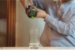 Quái chiêu biến coca thành nước lọc trong chớp mắt
