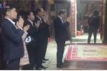 Cán bộ đi lễ chùa trong giờ hành chính: Công bộc của dân sao tùy tiện bỏ làm?