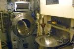 Cận ảnh buồng tắm, khu vệ sinh trong tàu ngầm quân sự