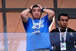 Messi cay đắng, Maradona ôm đầu, HLV Sampaoli bật khóc bất lực nhìn Argentina thua thảm