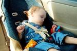 Để trẻ em trong ôtô dưới trời nóng - sai lầm chết người