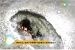 Vật thể bí ẩn rơi xuống núi để lại hố bốc cháy gây xôn xao Trung Quốc