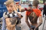 2 nam thanh niên có hình xăm rồng vứt xe máy khi thấy cảnh sát