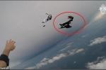 Clip: Va chạm kinh hoàng giữa trời, 2 người nhảy dù chết thảm