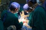 Liên tục nôn ra máu, căn bệnh hiếm gặp khiến hai bé gái suýt chết