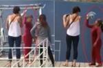 Xua đuổi khách Tây chụp ảnh ở 'Tuyệt Tình cốc': Người phụ nữ đòi thu 10 nghìn đồng nói gì?