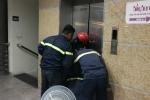 Thang máy tại thư viện gặp sự cố, 10 người bị mắc kẹt