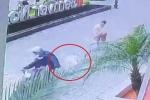 Clip: 'Cẩu tặc' cướp chó, kéo lê chủ cả chục mét trước sảnh chung cư Hà Nội