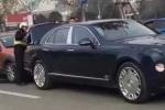 Chủ xế cỏ khốn đốn vì đâm xe siêu sang Bentley biển ngũ quý