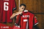 Alexis Sanchez chính thức cập bến MU, khoác áo số 7 huyền thoại