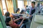 Tặng suất ăn hàng không, đường sắt có kéo khách trở lại?