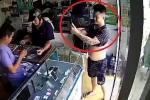 Thanh niên 'đẹp trai' giả vờ chụp ảnh tự sướng, cướp iPhone nhanh như chớp