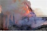 Video: Nhà thờ Đức Bà Paris chìm trong biển lửa, dân Pháp không cầm được nước mắt