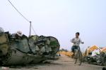 Ảnh: Sau vụ nổ khiến 2 người chết, làng nghề 'mổ xác máy bay' im ắng lạ thường