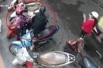 Clip: Đôi nam nữ 'song kiếm hợp bích', móc cốp xe máy trộm đồ giữa chợ