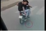 2 thanh niên xăm trổ nghi rải chông trước đầu ô tô: Công an vào cuộc