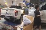 Clip: Nữ tài xế lái ô tô bán tải Ford Ranger tông sập cửa, 'san bằng' hiệu sách