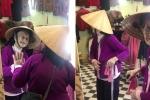 Cụ bà 103 tuổi nói chuyện với chính mình trong gương khiến người xem vừa buồn cười vừa thương